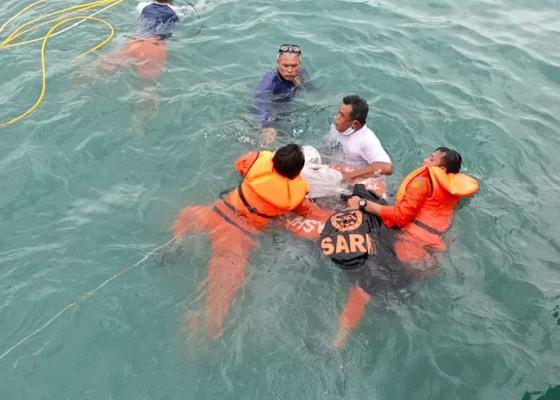Nusabali.com - terpeleset-dari-atas-truk-tewas-tercebur-ke-laut