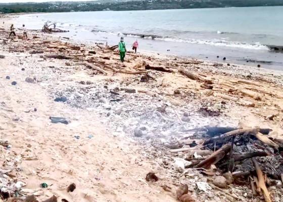 Nusabali.com - pantai-kedonganan-dipenuhi-sampah-plastik