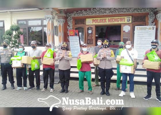 Nusabali.com - program-peduli-kasih-polres-badung-sasar-petugas-kebersihan-jalan