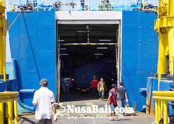 Nusabali.com - tiga-kapal-masuk-dok-penumpang-sepi