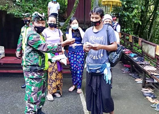 Nusabali.com - kodim-1626bangli-bagi-bagi-masker-di-lokasi-banyupinaruh