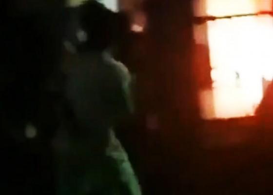 Nusabali.com - cemburu-buta-suami-ditemani-selingkuhan-malah-bakar-istri-sendiri