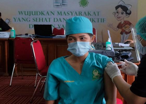 Nusabali.com - 539532-healthcare-workers-given-covid-19-shots-so-far