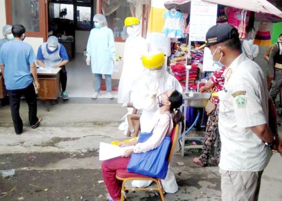 Nusabali.com - giliran-pedagang-pasar-baturiti-dites-rapid-antigen