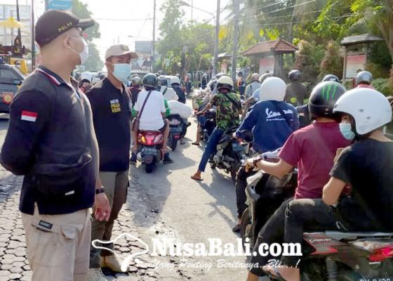 Nusabali.com - penegakan-prokes-persuasif