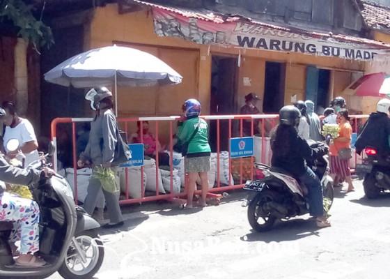 Nusabali.com - dishub-pasang-pagar-di-trotoar-pasar-wangaya