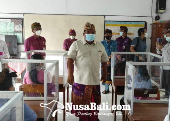 Nusabali.com - wajibkan-ganti-masker-sebelum-masuk-areal-sekolah