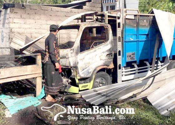 Nusabali.com - diduga-korsleting-truk-dan-rumah-terbakar