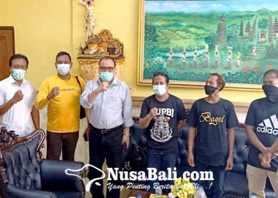Nusabali.com - peternak-keluhkan-bali-diserbu-daging-babi-sampah