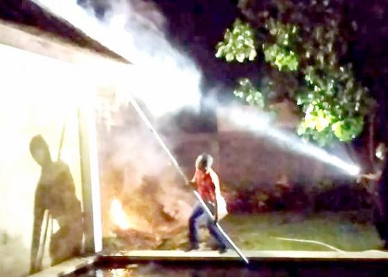 Nusabali.com - disambar-petir-villa-terbakar