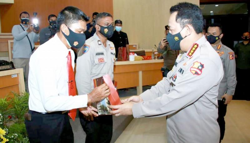 www.nusabali.com-dua-personel-polda-bali-dapat-reward-kapolri