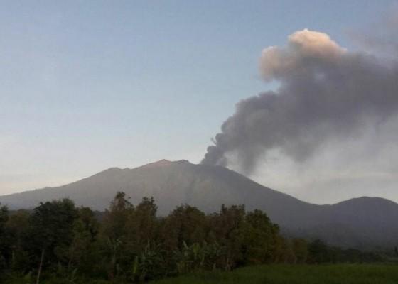 Nusabali.com - ash-rain-blankets-banyuwangi-after-mount-raung-erupts