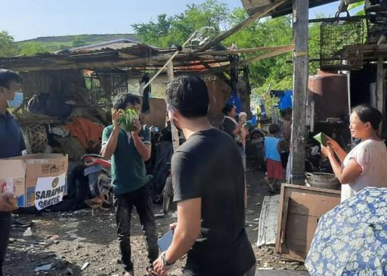 Nusabali.com - pbb-bali-bagikan-sarapan-untuk-korban-kebakaran-rumah-plastik