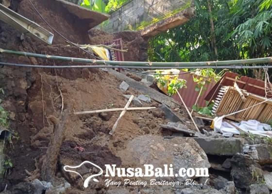 Nusabali.com - diguyur-hujan-sanggah-amblas
