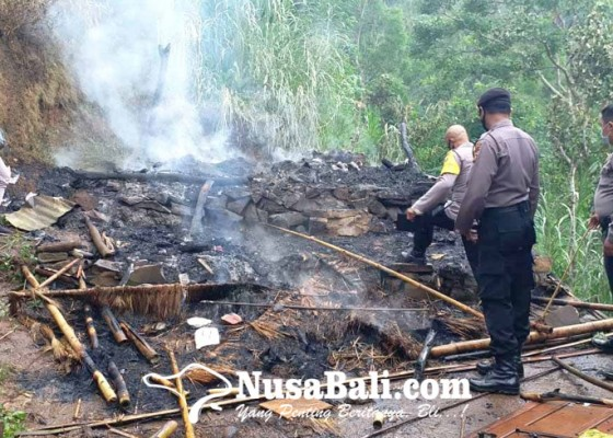 Nusabali.com - rumah-terbakar-ijazah-dan-kartu-kis-hangus