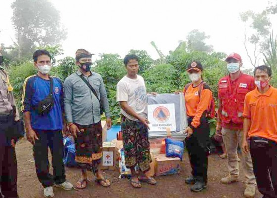 Nusabali.com - bpbd-dinas-sosial-dan-pmi-bantu-korban-bencana