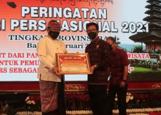 Nusabali.com - banyak-bantu-pers-gubernur-bali-dapat-penghargaan-pwi