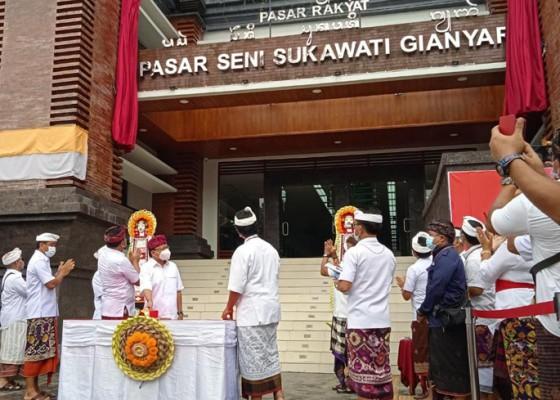 Nusabali.com - blok-a-b-diserahterimakan-gubernur-bali-minta-pedagang-pasar-sukawati-siapkan-label-harga