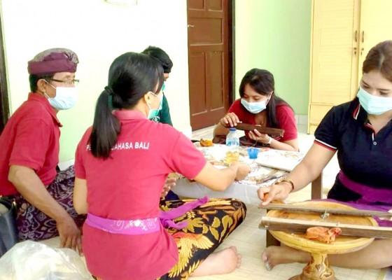 Nusabali.com - selama-pandemi-penyuluh-bahasa-bali-konservasi-400-cakep-lontar
