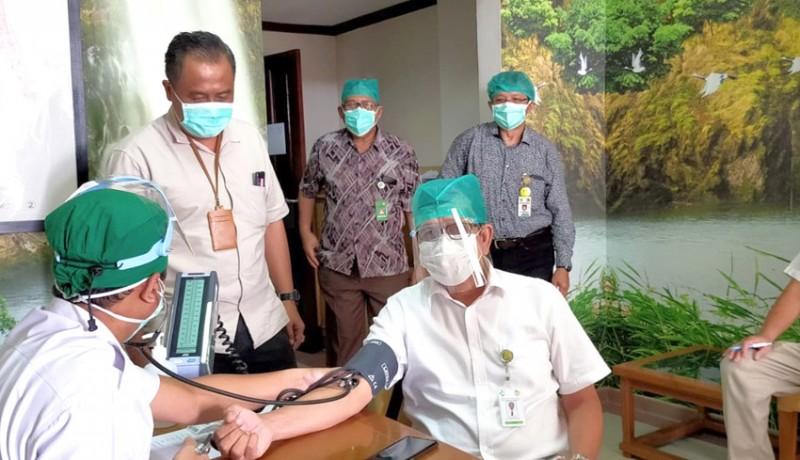 www.nusabali.com-rsup-sanglah-mulai-vaksinasi-nakes-usia-60-tahun-ke-atas