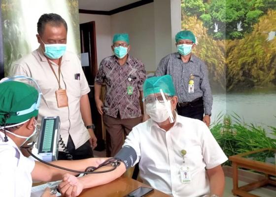 Nusabali.com - rsup-sanglah-mulai-vaksinasi-nakes-usia-60-tahun-ke-atas