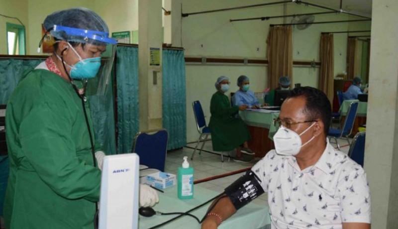 www.nusabali.com-vaksinasi-covid-19-untuk-nakes-di-buleleng-capai-84-persen
