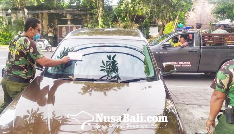 www.nusabali.com-petugas-gabungan-tertibkan-kendaraan-parkir-sembarangan