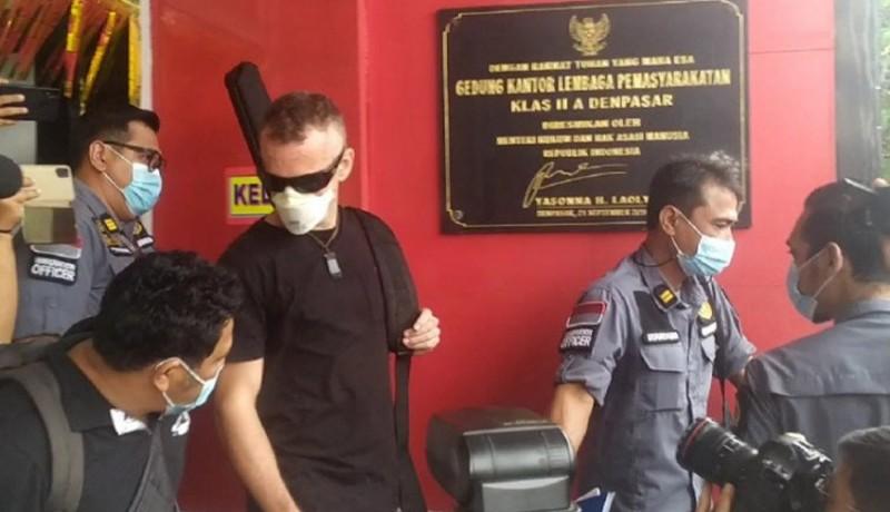www.nusabali.com-turis-inggris-yang-bunuh-polisi-di-pantai-kuta-bebas-dari-lp-kerobokan