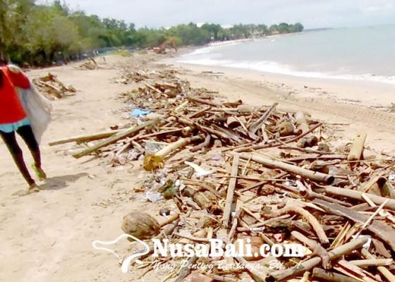 Nusabali.com - sampah-kiriman-masih-penuhi-pantai-kuta