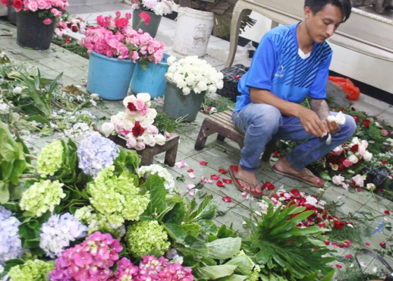 Nusabali.com - permintaan-buket-valentine-day-menurun