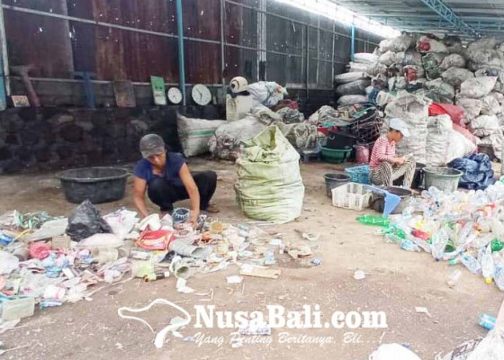 Nusabali.com - pandemi-harga-jual-sampah-cacahan-turun