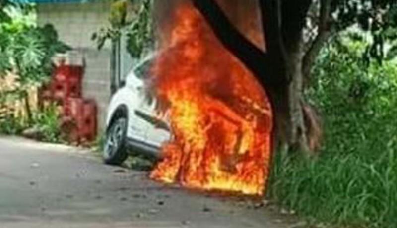 www.nusabali.com-mobil-terbakar-di-nusa-penida-tiga-orang-nyaris-terpanggang