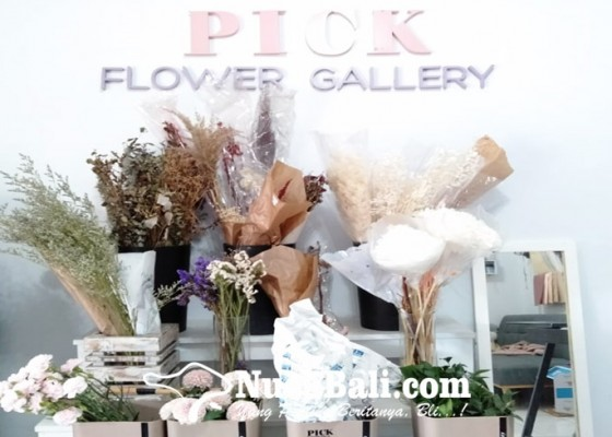 Nusabali.com - hari-valentine-toko-bunga-diserbu-pembeli