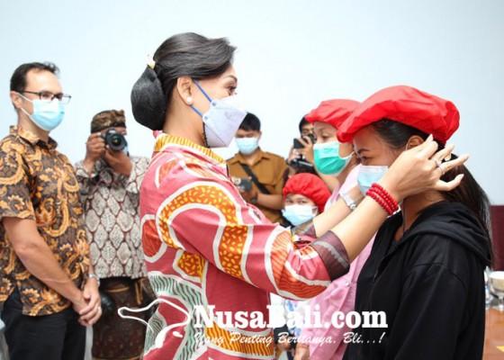 Nusabali.com - disnaker-tempatkan-3-penyandang-disabilitas-di-pt-mitra-prodin