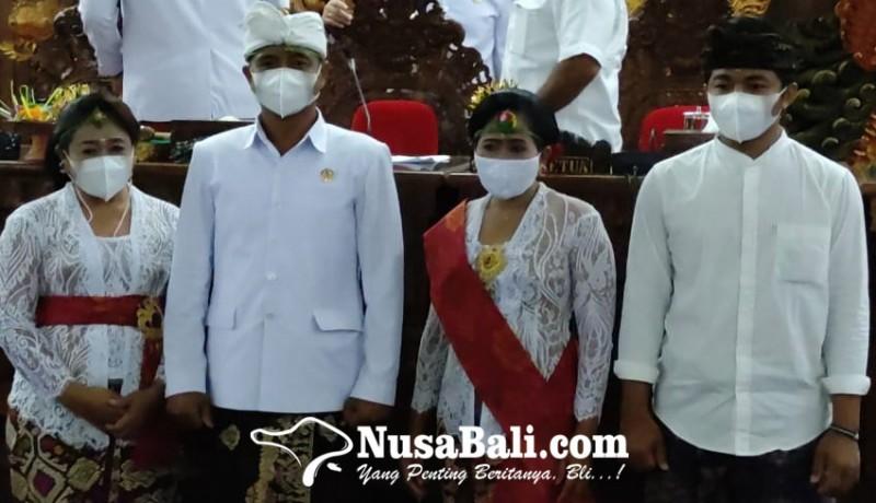 www.nusabali.com-anggota-dprd-klungkung-dilantik-kedua-istri-kompak-mendampingi