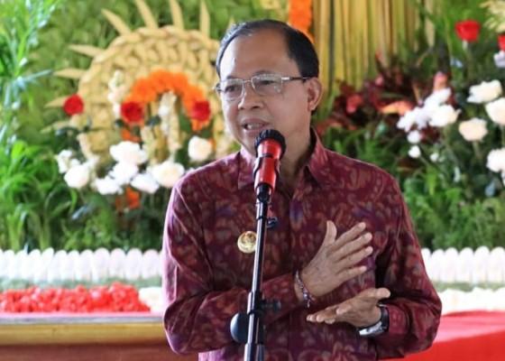 Nusabali.com - gubernur-koster-minta-pegawai-pemerintah-instansi-vertikal-dan-perbankan-berempati