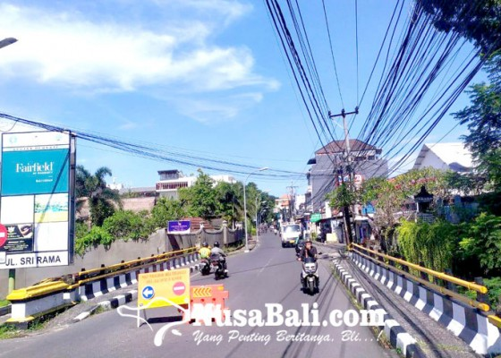 Nusabali.com - mobil-kerap-melanggar-linmas-dan-lpm-atensi-jalan-nakula