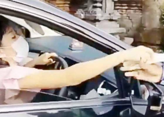 Nusabali.com - wanita-maki-polantas-saat-ditilang