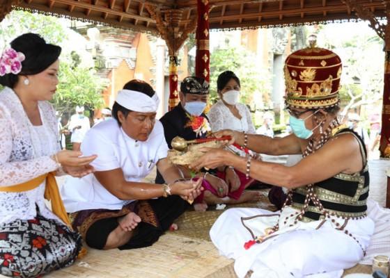 Nusabali.com - pasangan-giri-prasta-dan-suiasa-jalani-upacara-mejaya-jaya