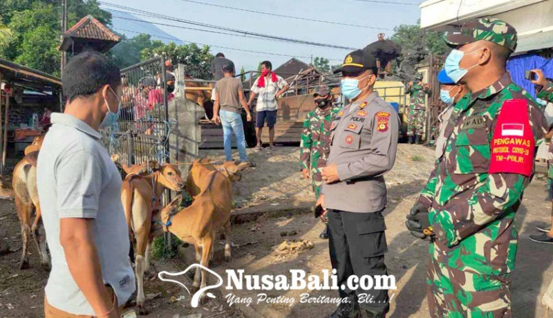 www.nusabali.com-polsek-kubu-pantau-prokes-pasar-hewan-rubaya