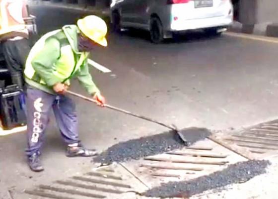 Nusabali.com - plat-badan-jalan-underpass-simpang-dewa-ruci-rusak