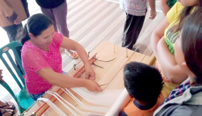 www.nusabali.com-penenun-cagcag-harap-bisa-menenun-endek