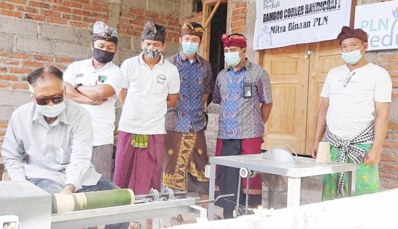 www.nusabali.com-perajin-bambu-sidetapa-dilatih-buat-kerajinan-baru