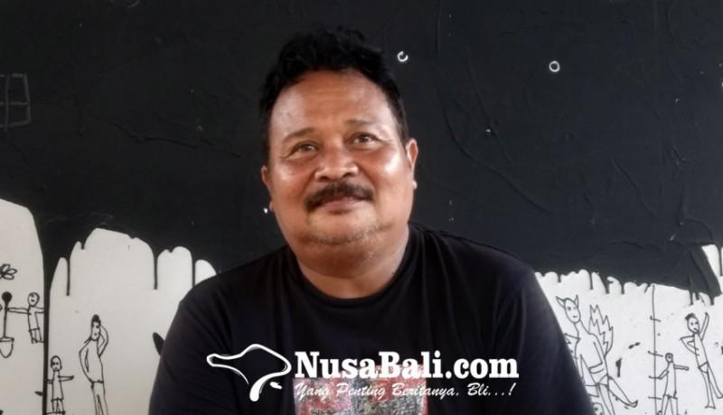 www.nusabali.com-made-wiradana-dikompori-istri-untuk-setia-melukis