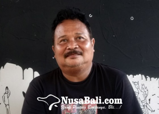Nusabali.com - made-wiradana-dikompori-istri-untuk-setia-melukis