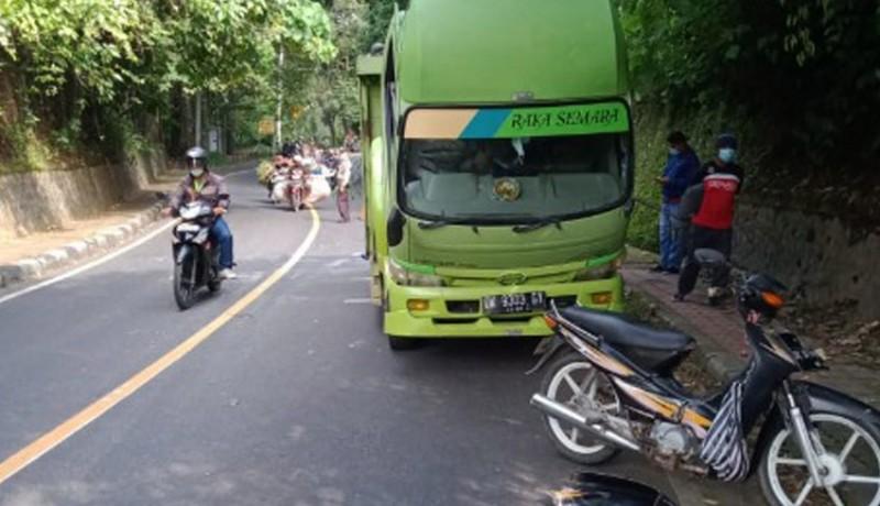 www.nusabali.com-pasutri-tabrak-truk-parkir-sembarangan-di-depan-goa-jepang