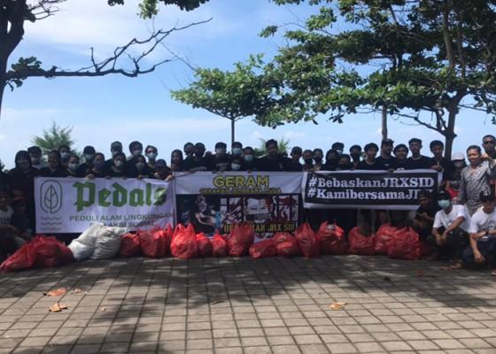 Nusabali.com - peringati-hari-peduli-sampah-nasional-simpatisan-jerinx-serbu-pantai