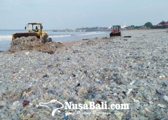 Nusabali.com - sampah-pantai-kedonganan-capai-600-ton