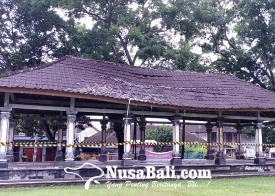 Nusabali.com - wantilan-lapangan-dangin-carik-nyaris-jebol
