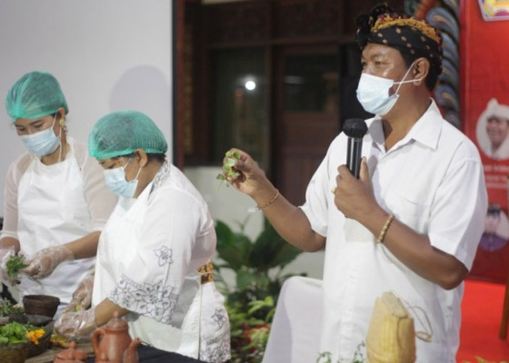 Nusabali.com - krialoka-ngracik-loloh-bali-ungkap-khasiat-tumbuhan-herbal